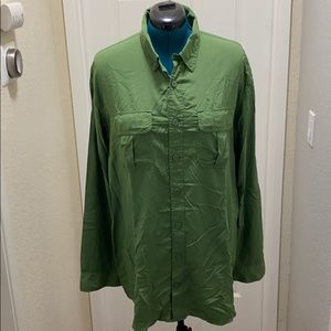 Duluth trading company green button down shirt